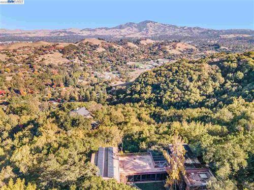 Photo of 101 Greenbank Dr, LAFAYETTE, CA 94549 (MLS # 40930855)