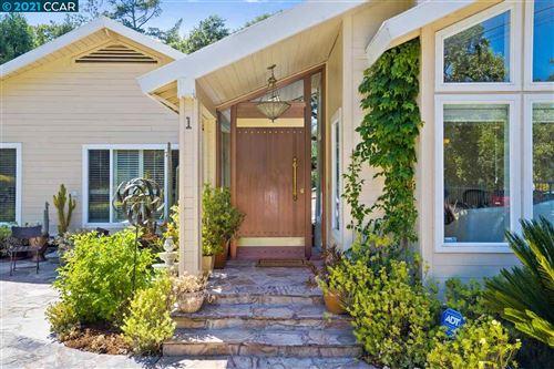 Photo of 1 Stein Way, ORINDA, CA 94563 (MLS # 40955858)