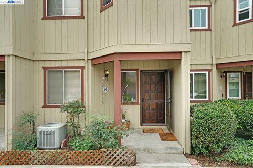 Photo of 20919 Locust St #H, HAYWARD, CA 94541 (MLS # 40922863)