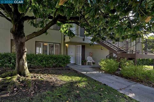 Photo of 2732 Tice Creek Dr #2, WALNUT CREEK, CA 94595 (MLS # 40892864)