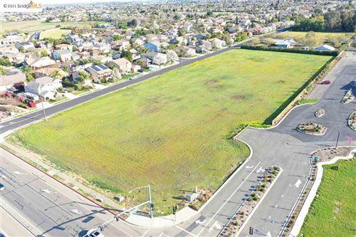 Photo of 2313 Windy Springs Ln, BRENTWOOD, CA 94513 (MLS # 40944867)