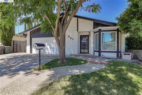 Photo of 921 N Hickory Ave, TRACY, CA 95376 (MLS # 40914871)