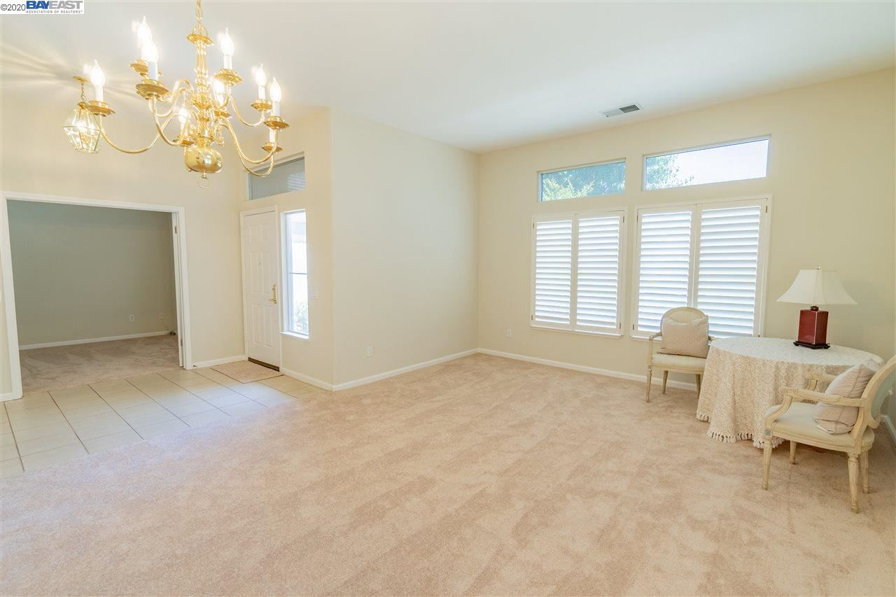 Photo of 89 Pippin Dr, BRENTWOOD, CA 94513 (MLS # 40902879)