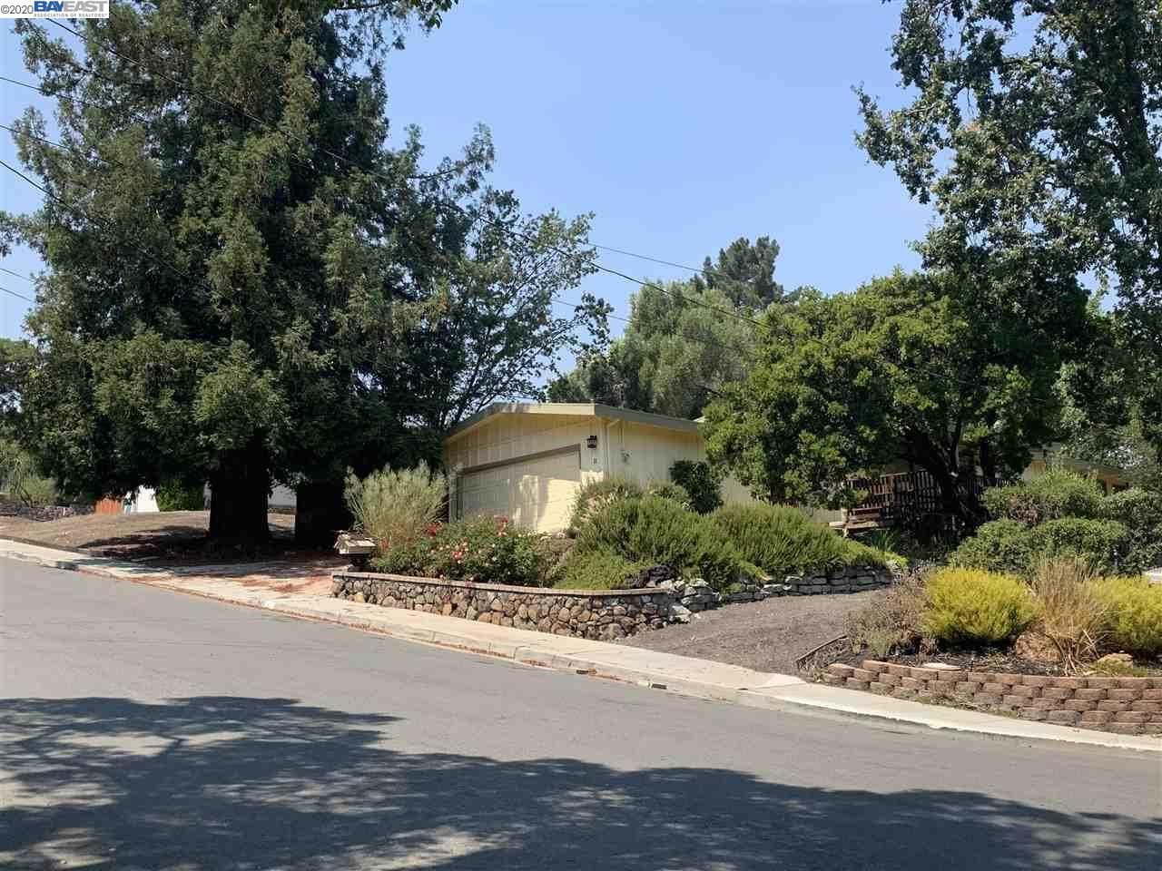 Photo for 11 Vista Hermosa, WALNUT CREEK, CA 94597 (MLS # 40921880)