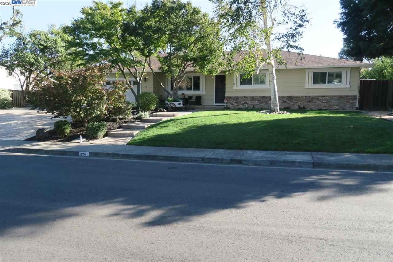 Photo for 124 San Thomas Way, DANVILLE, CA 94526-4929 (MLS # 40926880)