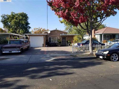 Photo of 1351 Carlton Ave, MENLO PARK, CA 94025 (MLS # 40929883)