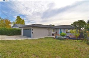 Photo of 4867 James Ave, CASTRO VALLEY, CA 94546 (MLS # 40888886)