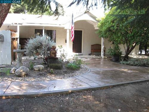 Photo of 1850 Lucille Ln, PLEASANT HILL, CA 94523 (MLS # 40921889)