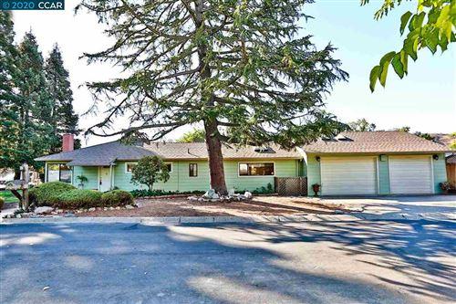 Photo of 2705 Acacia Rd, WALNUT CREEK, CA 94595 (MLS # 40919900)