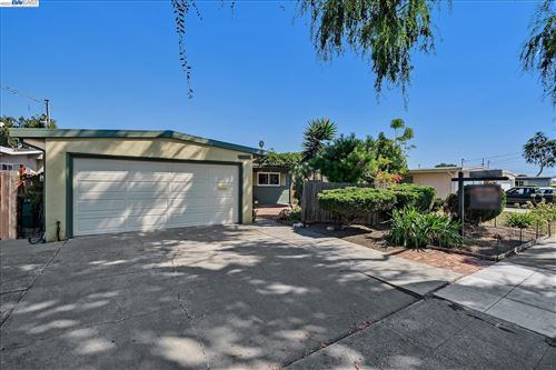 Photo of 28368 Rochelle Ave, HAYWARD, CA 94544 (MLS # 40967905)