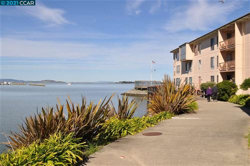 Photo of 8 Admiral Dr #A424, EMERYVILLE, CA 94608 (MLS # 40939911)