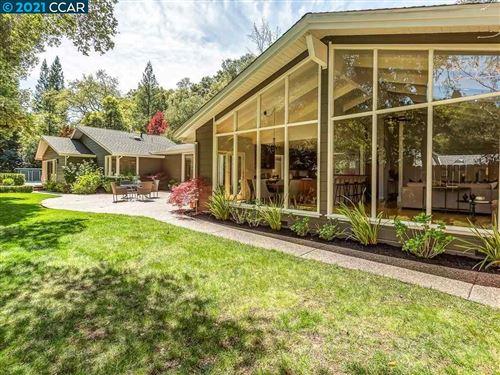 Photo of 9 Sleepy Hollow Ln, ORINDA, CA 94563 (MLS # 40944912)
