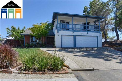 Photo of 3969 Sugarbush Ln, CASTRO VALLEY, CA 94546 (MLS # 40911913)
