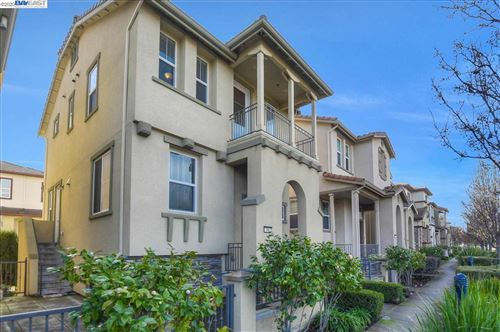 Photo of 366 Alvarez Cmn, MILPITAS, CA 95035 (MLS # 40892923)