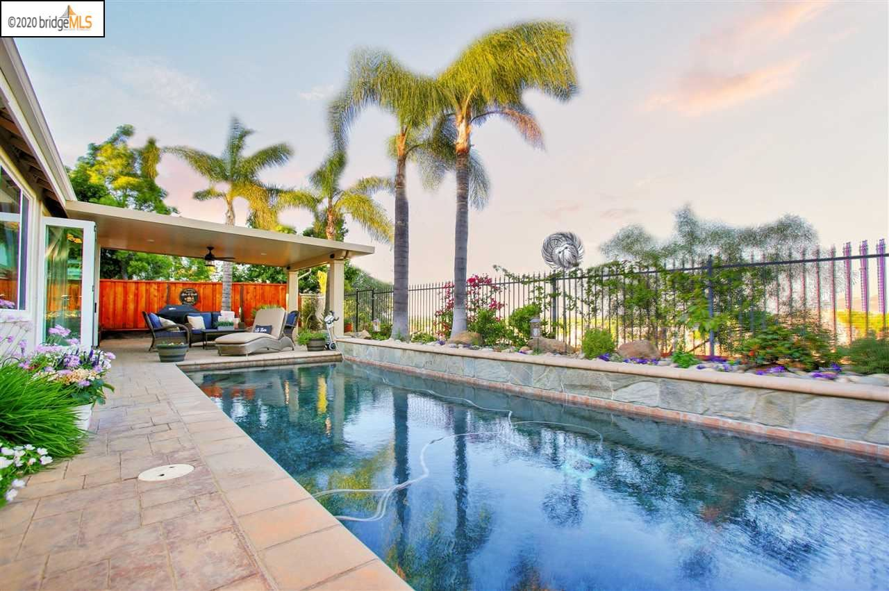 Photo of 426 Iron Club Dr, BRENTWOOD, CA 94513 (MLS # 40905927)