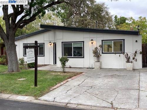 Photo of 142 Diablo Ct, PLEASANT HILL, CA 94523 (MLS # 40924928)