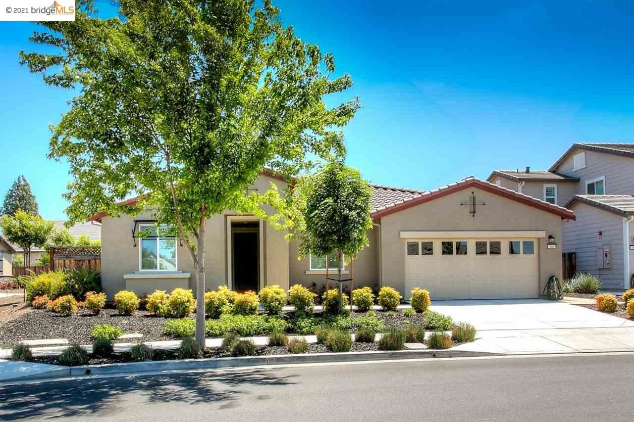 Photo of 546 Mandevilla Dr, BRENTWOOD, CA 94513 (MLS # 40948933)