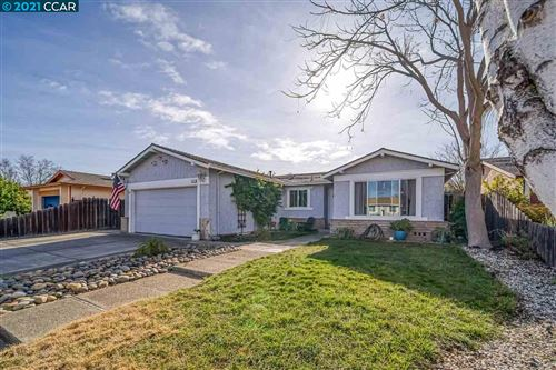Photo of 983 Walnut Dr, OAKLEY, CA 94561 (MLS # 40933941)