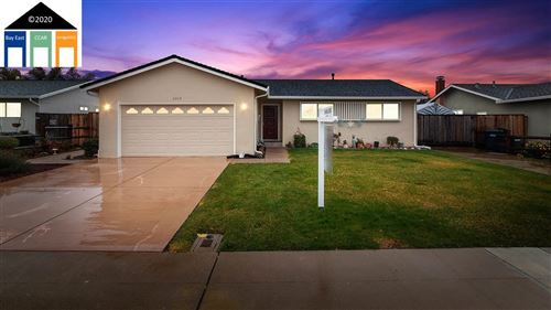 Photo of 5919 Singing Hills Ave, LIVERMORE, CA 94551 (MLS # 40892946)