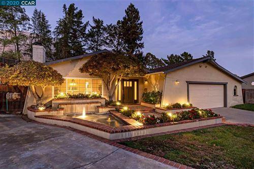 Photo of 38 Greendell Pl, PLEASANT HILL, CA 94523 (MLS # 40929948)