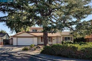 Photo of 1752 Greenbush Ct, CONCORD, CA 94521-1925 (MLS # 40885950)