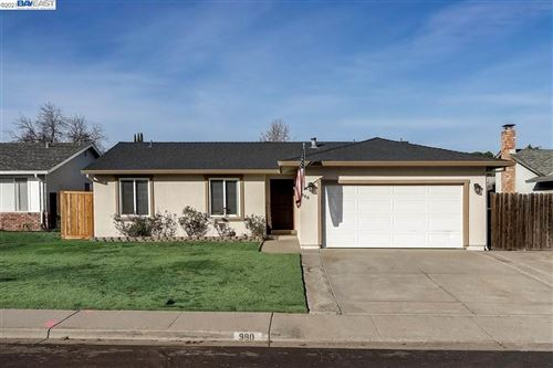 Photo of 980 Almond Dr, OAKLEY, CA 94561 (MLS # 40933951)