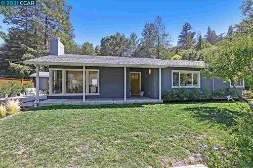 Photo of 4 Loma Vista Dr, ORINDA, CA 94563 (MLS # 40959957)