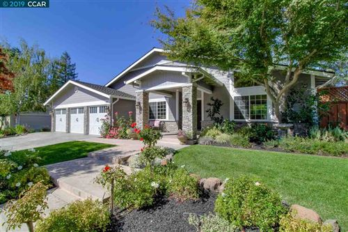 Photo of 20 Leeds Ct W, DANVILLE, CA 94526 (MLS # 40885959)