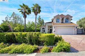 Photo of 100 Glen Eagle Way, VACAVILLE, CA 95688 (MLS # 40870960)