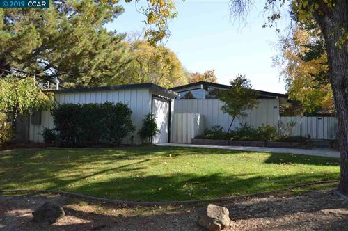 Photo of 48 Valla Ct, WALNUT CREEK, CA 94597 (MLS # 40888965)