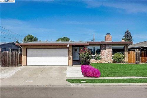 Photo of 24610 Willimet Way, HAYWARD, CA 94544 (MLS # 40947967)