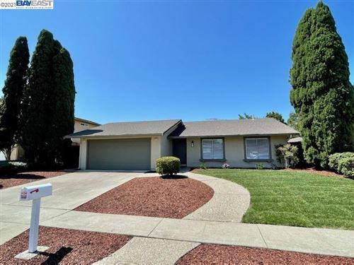 Photo of 36487 Spruce St, NEWARK, CA 94560 (MLS # 40959970)
