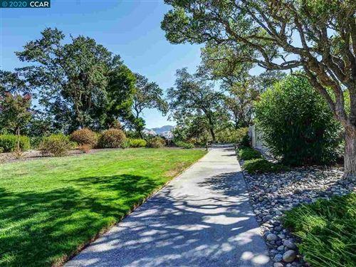 Photo of 2241 Pine Knoll Dr #4, WALNUT CREEK, CA 94595-9999 (MLS # 40922971)