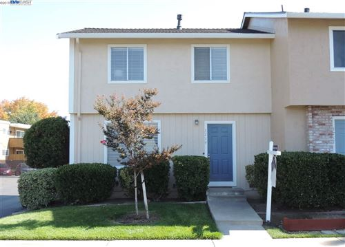 Photo of 3719 Carrigan Cmn, LIVERMORE, CA 94550 (MLS # 40885972)