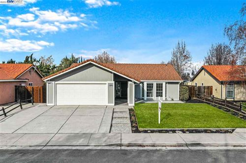 Photo of 211 W Deerwood Ln, TRACY, CA 95376 (MLS # 40933973)