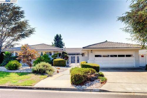 Photo of 3715 Oakes Drive, HAYWARD, CA 94542-1718 (MLS # 40921976)