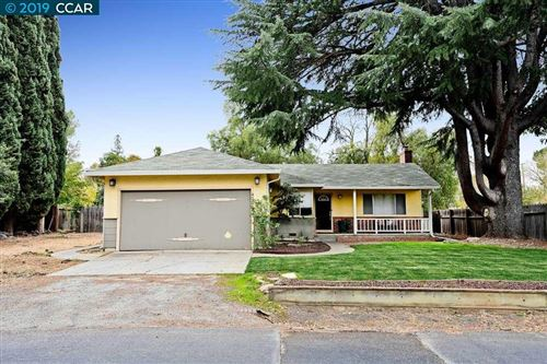 Photo of 4706 Laura Dr, CONCORD, CA 94521 (MLS # 40889977)