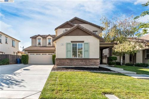 Photo of 225 Hearthstone Cir, OAKLEY, CA 94561 (MLS # 40885978)