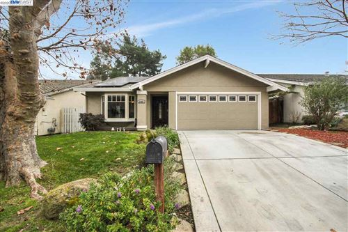 Photo of 2487 Talavera Dr, SAN RAMON, CA 94583 (MLS # 40892984)