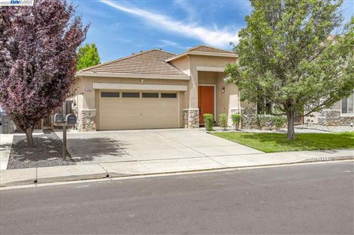Photo of 1939 Hummingbird Dr, FAIRFIELD, CA 94534 (MLS # 40910984)
