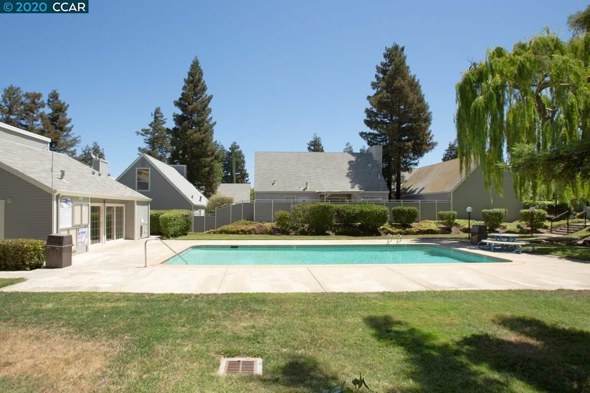 Photo of 1709 Somerset Pl, ANTIOCH, CA 94509 (MLS # 40911991)