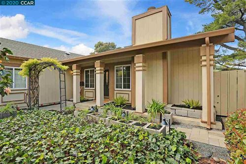 Photo of 561 Mt Dell Dr, CLAYTON, CA 94517 (MLS # 40899995)