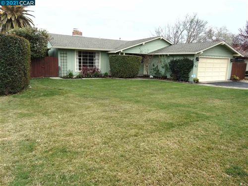 Photo of 573 Maureen Ln, PLEASANT HILL, CA 94523 (MLS # 40948996)