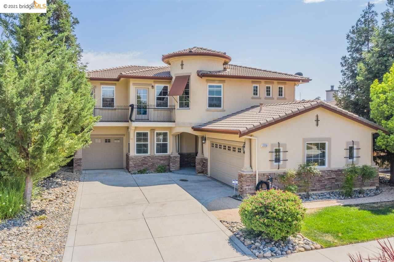 Photo of 2220 Spyglass Drive, BRENTWOOD, CA 94513-5672 (MLS # 40960997)