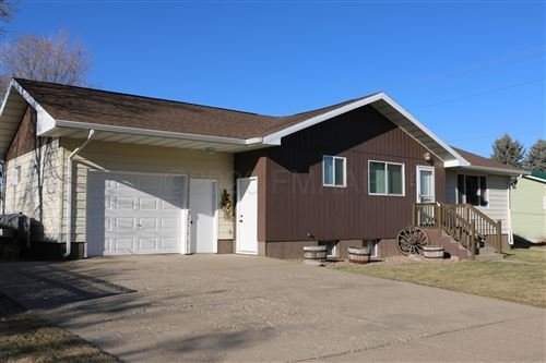 Photo of 405 3RD Avenue NW, Beulah, ND 58523 (MLS # 20-6507)