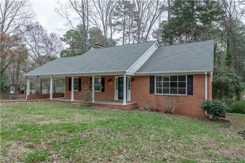 Photo of 2821 Chippendale Trail, Sanford, NC 27330 (MLS # 629858)
