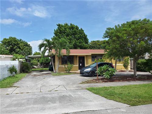 Photo of 11471 SW 197th St, Miami, FL 33157 (MLS # A11111005)
