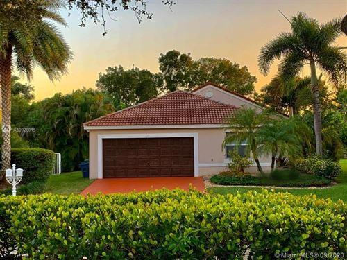 Photo of 675 Lone Pine Ln, Weston, FL 33327 (MLS # A10928015)