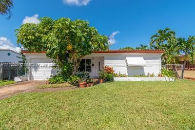 Photo of 1001 SW 32nd St, Fort Lauderdale, FL 33315 (MLS # A11112024)