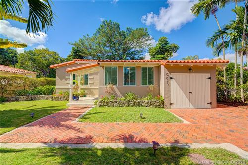 Photo of 902 Monterey St, Coral Gables, FL 33134 (MLS # A10764043)
